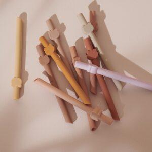 plusieurs pailles en silicone pour les enfants