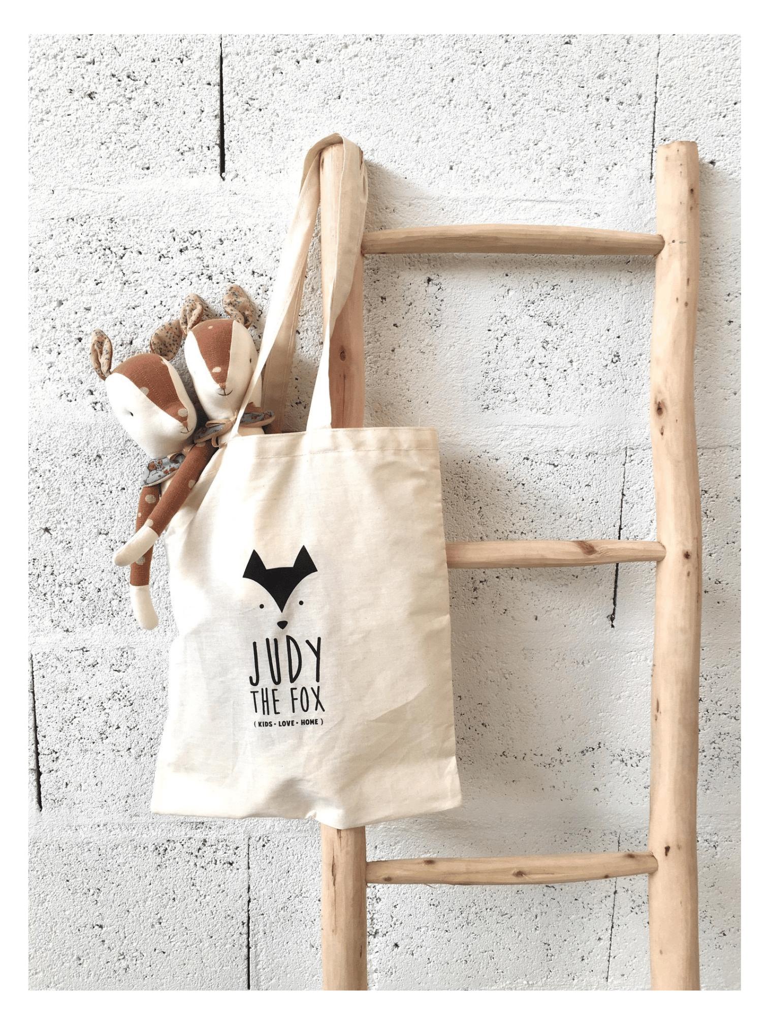 biche-dans-son-tote-bag-judy-the-fox