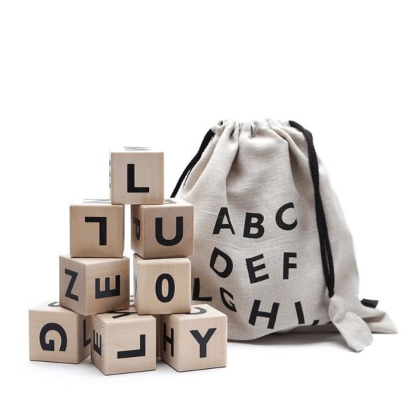 cubes-en-bois-alphabet-noir-ooh-noo