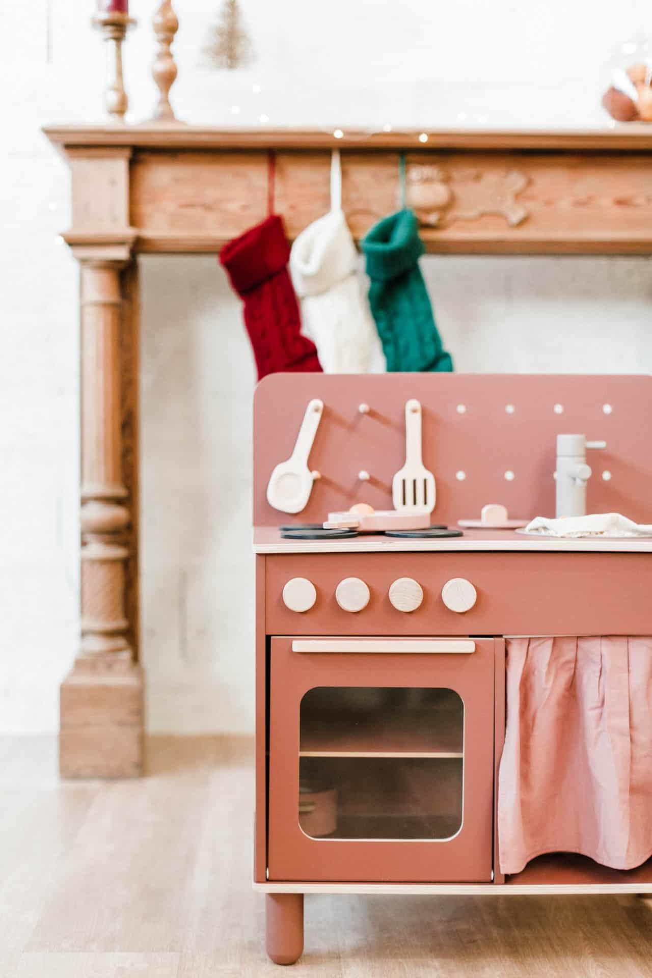 cuisine-en-bois-design-vintage-rose-fonce-marque-flexa