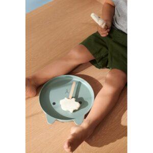 enfant qui mange une glace