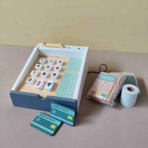 caisse enregistreuse en bois pour enfant et ses accessoires