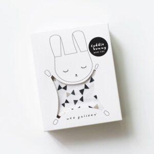 doudou plat lapin avec motifs noeuds de papillons dans son emballage