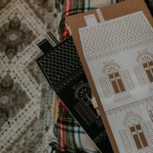 maison retro en ardoise à colorier et son packaging